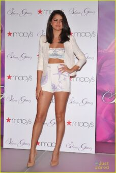 Selena-gomez-macys-launch-03
