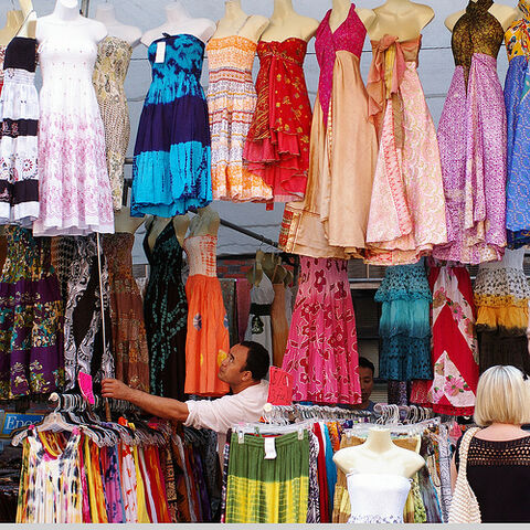 File:Dresses 2148.jpg