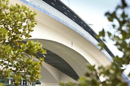 File:The Go Between Bridge.jpg