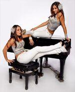 Bella Twins.50