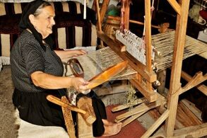 Weaver-woman-loom
