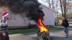 Pysco-kid-toches-christmas-tree