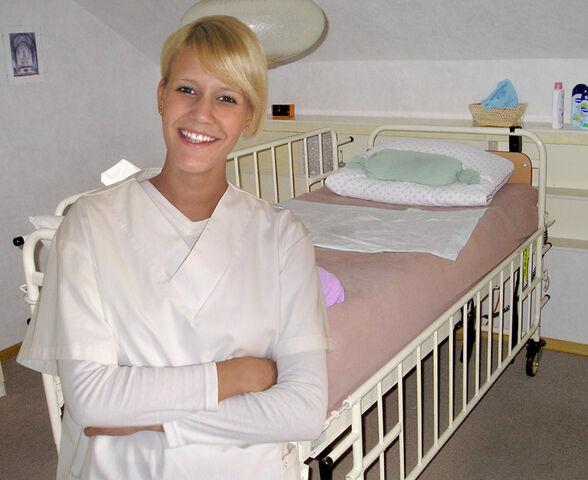 File:Krankenschwester Haeuslich0.jpg