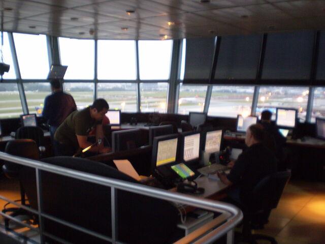 File:AeroportoGuarulhos TorreInterno.jpg