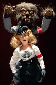 Stunt-Puppet-Weremacht-Bombshell