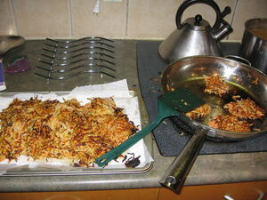 Latkes frying