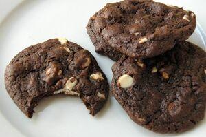 Chocolate-white-chocolate-chip-cookies-3