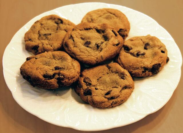 File:Chocolate chip cookies.jpg