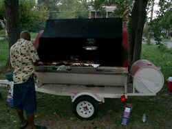 200px-Barbecue grill oven trailer