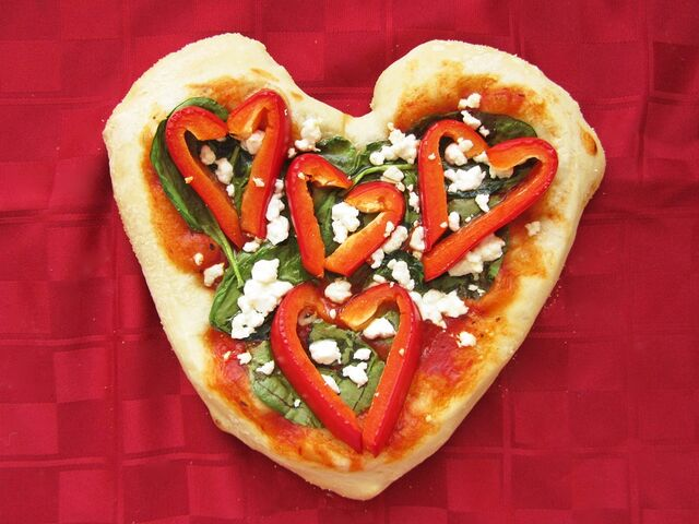 File:Heart pizza - red pepper.jpg