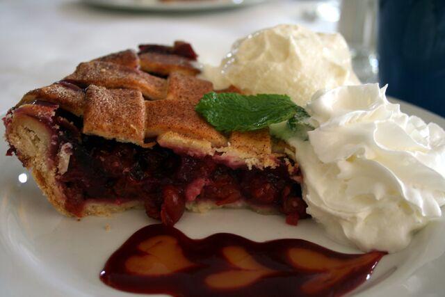 File:Harbor+Fish+Market+Grille+Cherry+Pie-7230.jpg