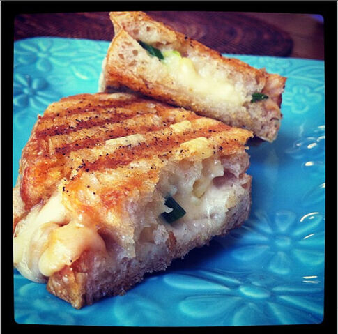 File:Sweet-corn-grilled-cheese-insta.jpg