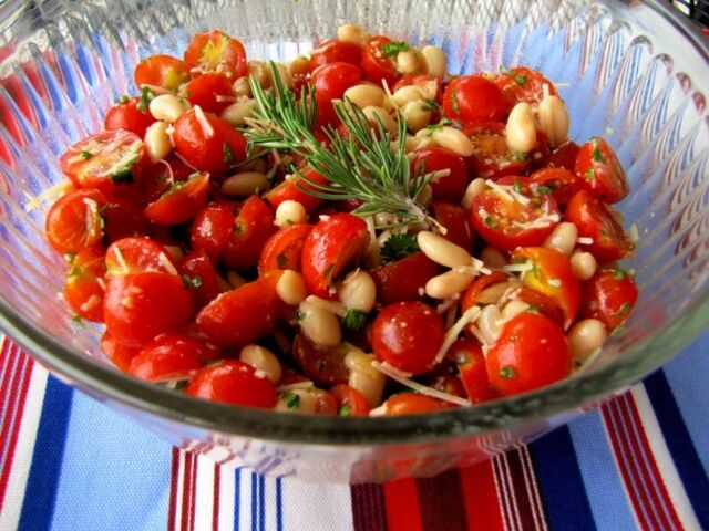 File:651px-Chry tomato salad.jpg