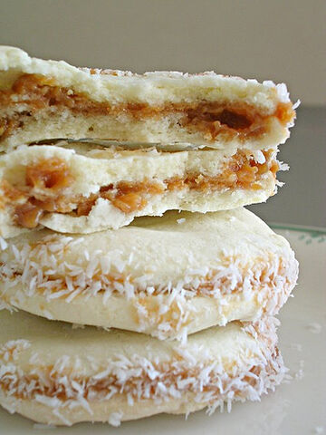 File:Birthday alfajores.jpg