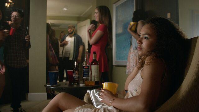 File:1x04 cover Olivia, Vern, Ellie, Maddie.jpg