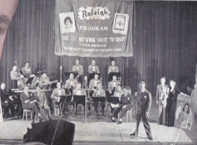 File:1941 cast with orch.jpg