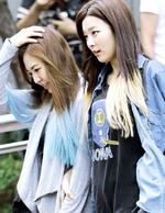 Seulgi and Wendy wallking Happiness Era