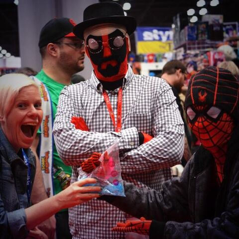 File:NYCC-2014 WikiaLive 0019.jpg
