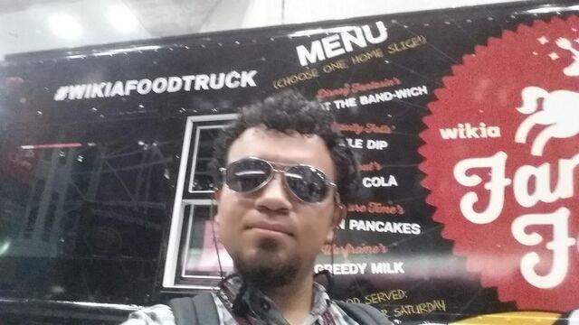 File:NYCC-2014 Wikia Fan Army Food Truck Bitgamer1 001.jpg