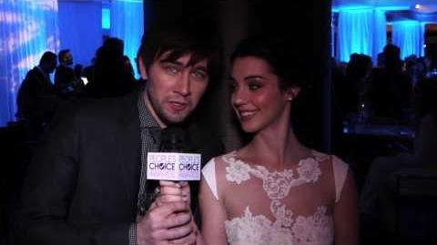 'Reign' Stars Adelaide Kane and Torrance Coombs Accept Their Favorite New TV Drama Award — EXCLUSIVE