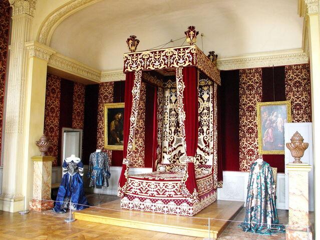 File:Bedroom of Louis XIV.jpg