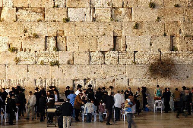 File:Western wall jerusalem night.jpg