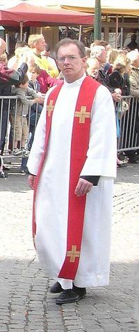 File:Albe Priester-Heilig Bloed.jpg