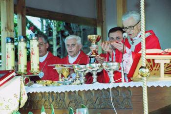 File:Ratzinger Szczepanow 2003 7.jpg