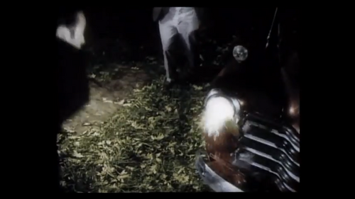 Night of the Living Dead - 2004 - Zombie attacks car