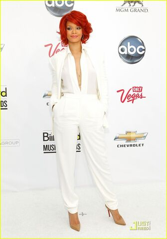 File:Rihanna-billboard-awards-2011-05.jpg