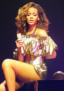 File:RihannaLoudTour.jpg