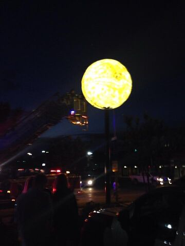 File:Man in the Moon unveiling4.jpg