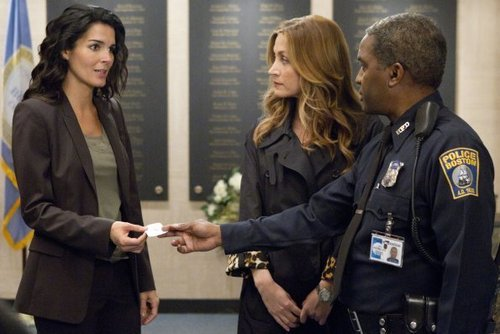 File:Rizzoli-Isles-Episode-2-01-We-Don-t-Need-Another-Hero-Promotional-Photos-rizzoli-and-isles-22864016-500-334.jpg