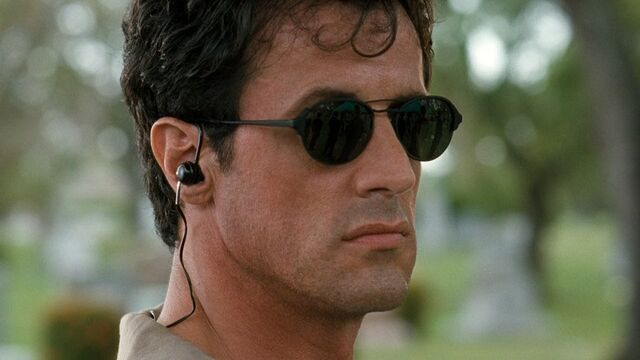 File:Sylvester Stallone 1994 The specialist sunglasses.jpg