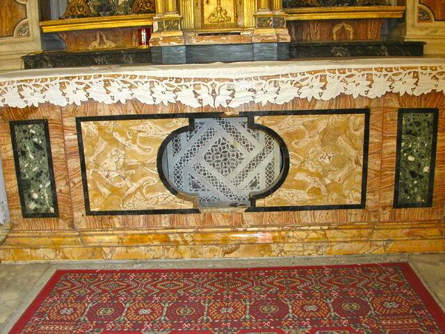 File:2011 Ambrogio, main altar frontal.jpg