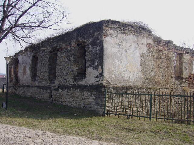 Fișier:Ruinele palatului domniţelor.jpg