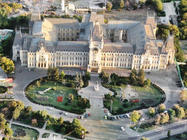 Fișier:Palatul Culturii Iasi - Aerial.jpg