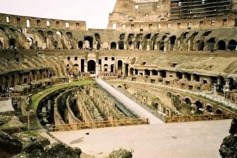 Datei:Colosseum inside.jpg