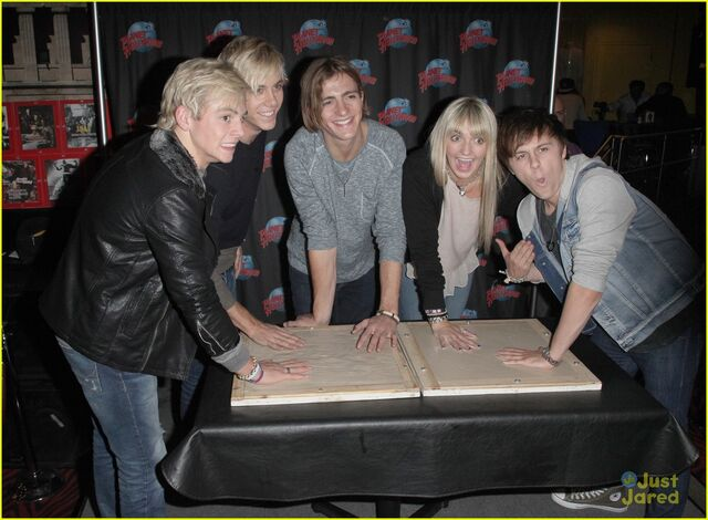 File:R5 Planet Hollywood (4).jpg