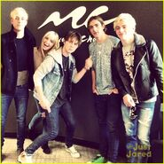 R5 music choice play stop (1)