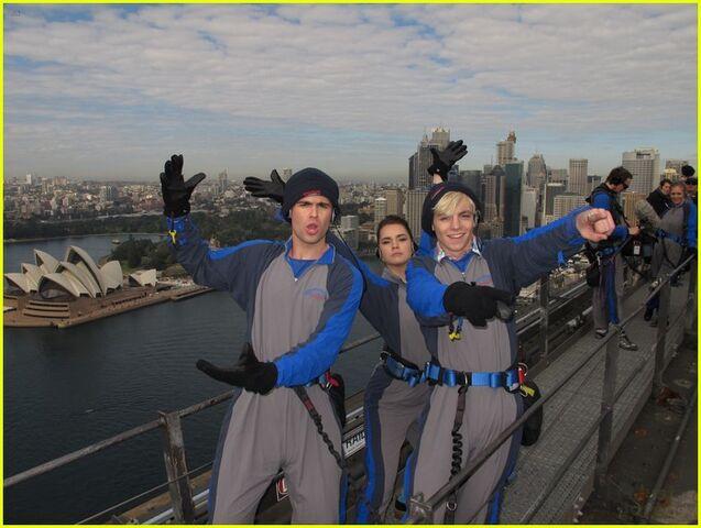 File:Maia, Spencer, and Ross Harbour Bridge Climb.jpg