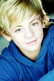 Ross Lynch02