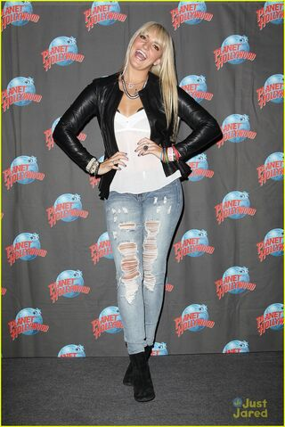 File:Rydel Planet Hollywood & Good Morning America (3).jpg