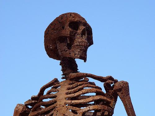 File:Rusty Antiwar Sculpture.jpg