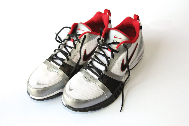 File:Sports shoes.jpg