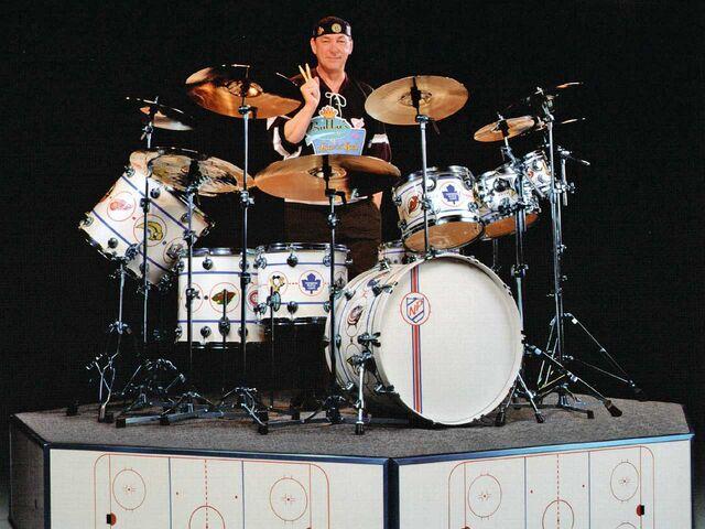 File:Drum Workshop, Ice-Blue Pearlescent.jpg
