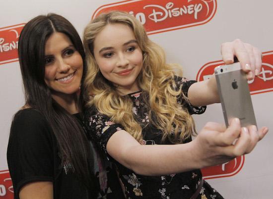 File:Selfie fan.jpg