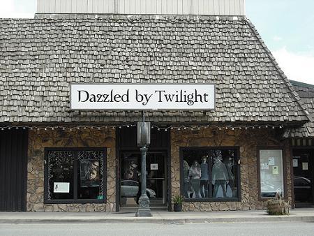File:Dazzled by twilight.jpg