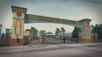 Palacio de Mentiras gate in Cecil Park