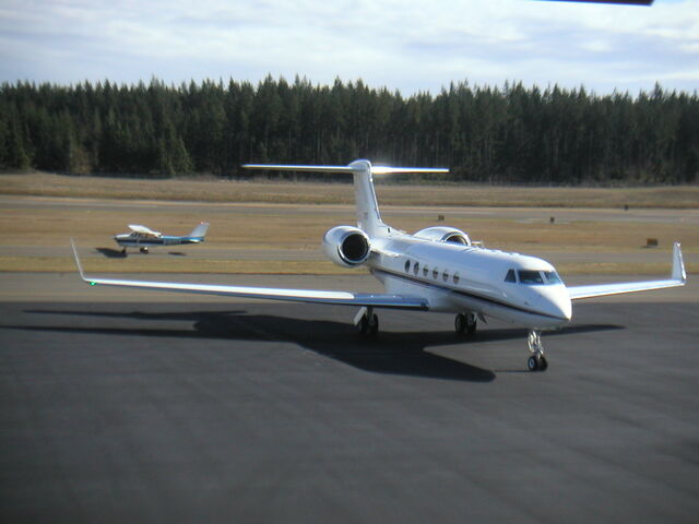 File:Snipes 57 - Gulfstream 5 in real life.jpg